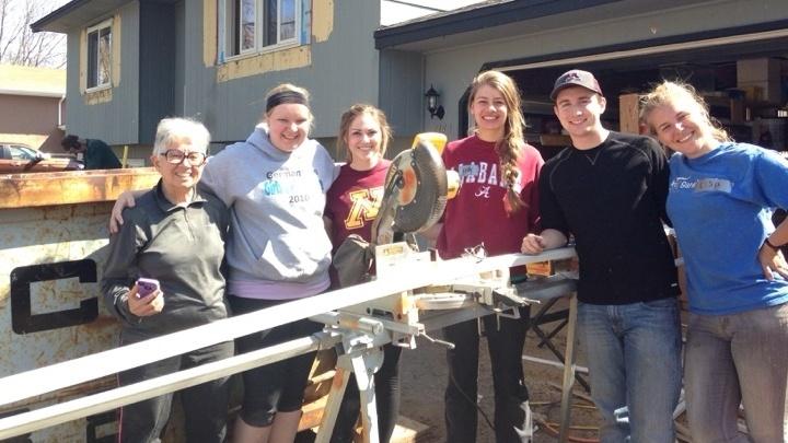 paint and repair volunteers